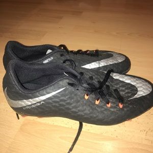 Youth boy cleats!